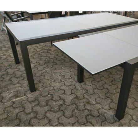 """Gartentisch """"Livorno"""", Ausziehtisch von Jati&Kebon, Aluminium anthrazit, Tischplatte Glas"""