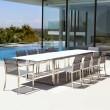 Ausziehbarer Gartentisch Ninix 360 von Royal Botania, Tischplatte weiss, Gestell Edelstahl, hier mit Gartenstuhl O-Zon