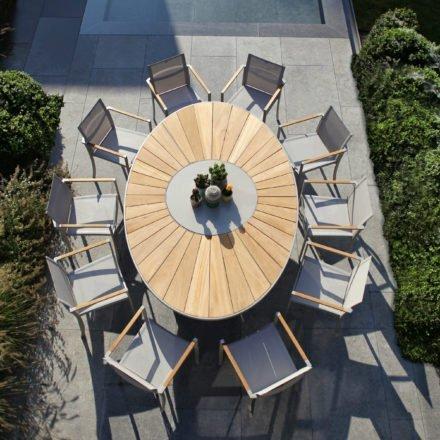 Gartentisch O-Zon 240 und Gartenstuhl O-Zon 55 von Royal Botania