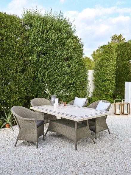 """Gartensessel und Gartentisch """"Lansing"""" von Cane-line, Polyrattan taupe, Tischplatte Travertin"""