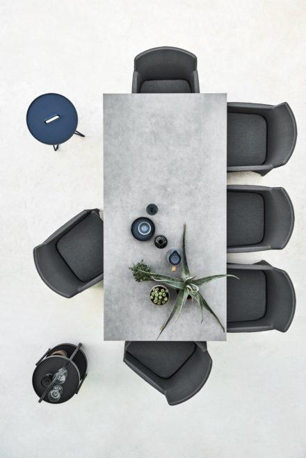 "CaneCane-line Gartentisch ""Pure"", Tischplatte Keramik concrete grau und Dining-Sessel ""Diamond"""