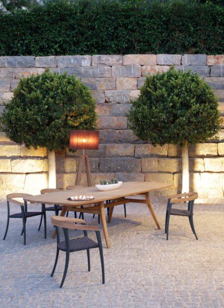 """Gartenstuehle """"Jive"""" mit Gartentisch """"Zidiz"""", beides von Royal Botania"""