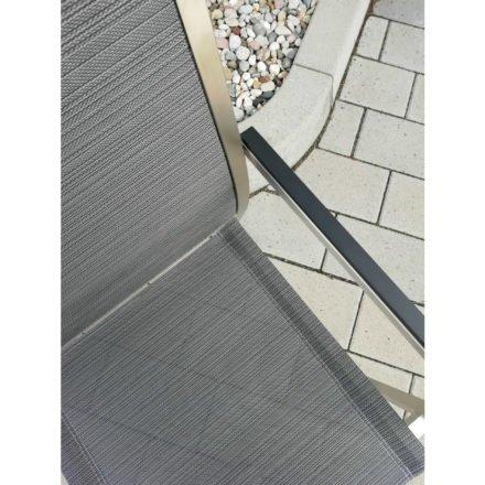 """Stern Stapelsessel """"Polaris"""", Gestell Edelstahl, Textilgewebe karbon, Armlehnen schwarz – EMV Sondermodell"""