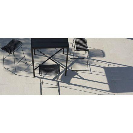 """Houe Bartisch """"Four"""" 90 x 90 cm, Aluminium schwarz, mit Barhockern """"Click"""", schwarz"""