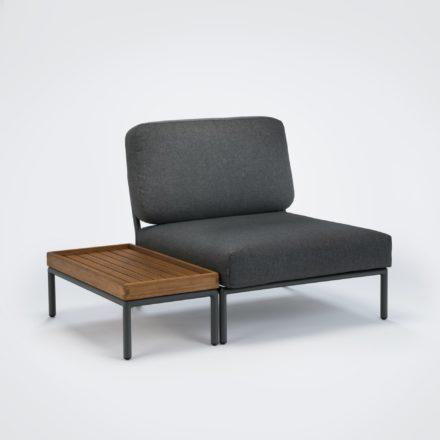 """Loungesessel und Beistelltisch """"Level"""" von Houe, Gestell Aluminium, Textilgewebe grau, Tischplatte Bambus"""