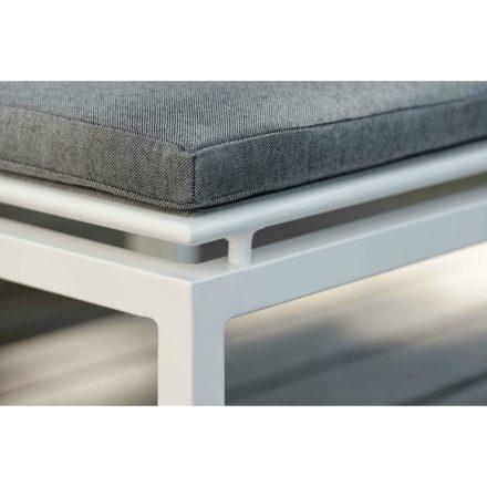 "Stern ""Skelby"" Loungehocker, Gestell Aluminium weiß, Sitzflächen-Basis Textilen silber, Kissen seidengrau"