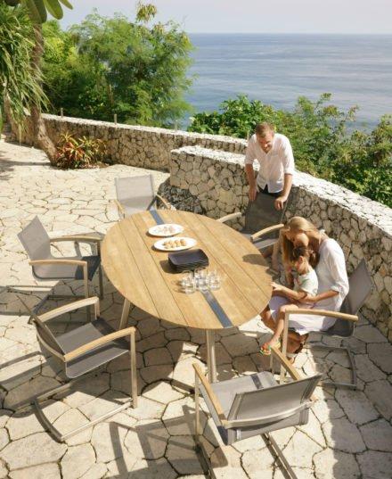 """Zebra Gartentisch """"Trix"""", Gestell Edelstahl, Tischplatte recyceltes Teak mit Edelstahleinlage und """"Setax"""" Freischwinger"""
