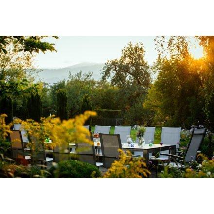 """Diamond Garden """"Ancona"""" Stapelstuhl hoch, Swingstuhl hoch und Hochlehner in hellgrau mit Tisch """"Palermo"""", Tischplatte schiefer"""
