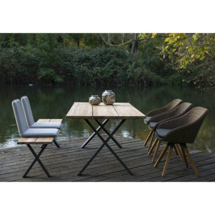 """Niehoff """"Novara"""" Tisch und Bank, beide mit Aluminium-Gestell in anthrazit und Teakholz-Sitzfläche grob gebuerstet, mit Sitzschalen """"Nette"""" grau und Schalenstuhl """"Nizza"""" Geflecht Viro red pine"""