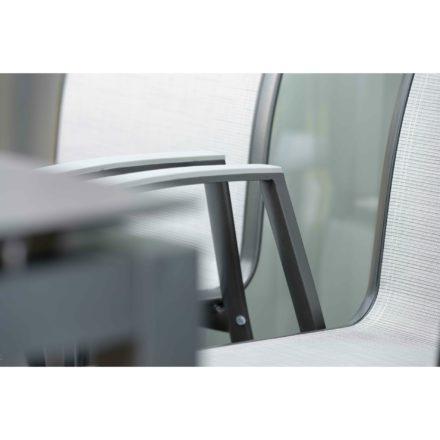 "Stern Stapelsessel ""Ron"", Gestell Aluminium anthrazit, Textilgewebe silber, Armlehnen Aluminium graphit"