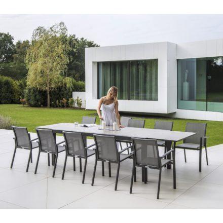 Jati&Kebon, Gestell Aluminium eisengrau, Tischplatte Keramik Zement hell