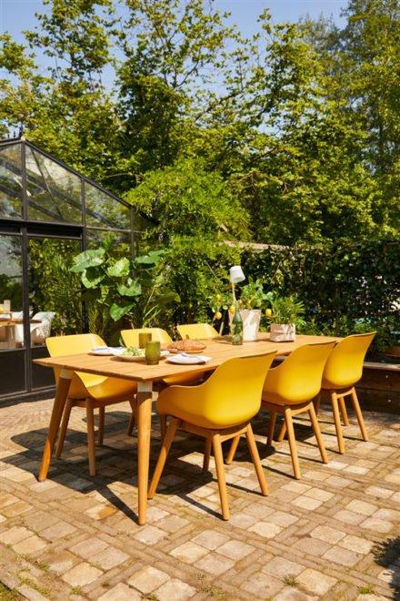 """Hartman """"Sophie Studio"""" Organic Chair, Gestell Teakholz, Sitzschale Kunststoff curry yellow und """"Sophie Studio"""" Gartentisch Teakholz"""