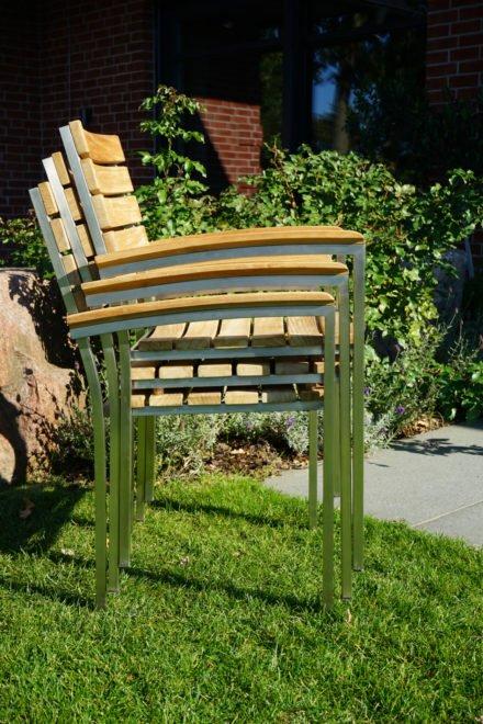 """Ploß """"Brooklyn"""" Stapstuhl mit Armlehnen, Gestell Edelstahl, Sitz- und Rückenfläche Teak natur gebürstet"""