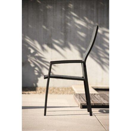 "Stern ""Kari"" Stapelsessel hoch, Gestell Aluminium schwarz, Sitzfläche Textilbespannung Leinen grau, Ambiente"