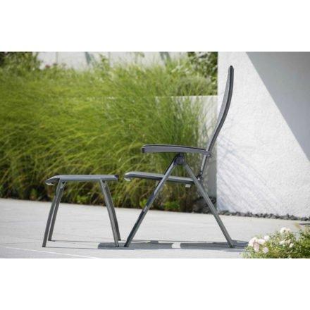 """Stern Klappsessel und Hocker """"Kari"""", Gestell Aluminium anthrazit, Sitzfläche Textilgewebe karbon, Armlehnen anthrazit"""