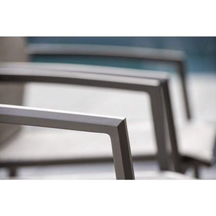 "Stern Stapelsessel ""Kari"", Gestell Aluminium taupe, Textilgewebe kaschmir, Armlehnen Aluminium taupe"