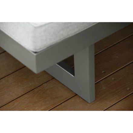 "Stern Dining Bank/Liege ""Holly"", Gestell Aluminium anthrazit, Sitzfläche Textil karbon, Kissen seidengrau"