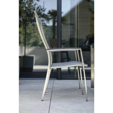 "Stern Stapelsessel ""Cardiff"", Gestell Edelstahl, Sitzfläche Textilgewebe silber gepolstert, Armlehnen Aluminium anthrazit"