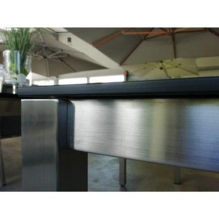 Stern Gartentisch Sondermodell, Gestell Edelstahl Vierkant, Tischplatte HPL Beton dunkel, Tischplattenkante gerade, ohne Distanzhülsen