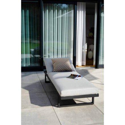 """Jati&Kebon Multifunktionsliege """"Rao"""" mit 1-Sitzer Modul und Beistelltisch mit Teakplatte, Aluminium eisengrau, Auflagen Natte charcoal chine (fällt im Original etwas dunkler aus)"""