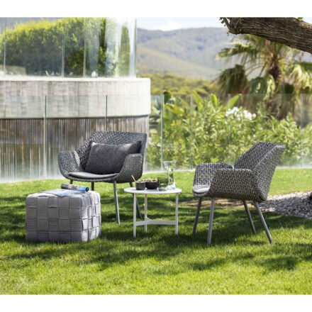 "Cane-line ""Vibe"" Loungesessel, Geflecht light grey/grey/taupe mit ""Twist"" Loungetisch und ""Cube"" Hocker"