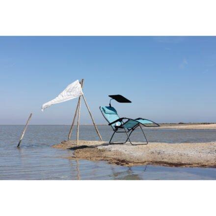 "Lafuma Relaxsessel mit Sonnenschutz ""Ombrelle"" © LAFUMA MOBILIER - Pierrick Verny"