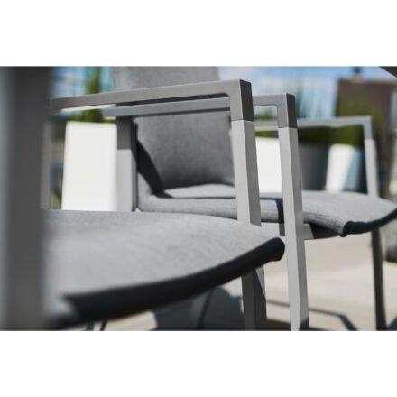 "Kettler ""Rasmus"" Stapelsessel, Gestell Aluminium anthrazit, Armlehne graphit, Polster Sunbrella® flanelle, Detail Sitzfläche"