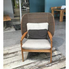 "Gloster ""Kay"" High Back Lounge Chair, Gestell Teakholz, Polyrattan brindle, inkl. 3-teiliges Kissenset, Ausstellung Stockach"