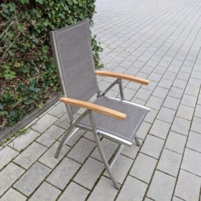 "4Seasons Outdoor ""Nexxt"" Klappsessel. Gestell Edelstahl. Textilgewebe Mocca, Armlehnen Teak - Ausstellung Karlsruhe"