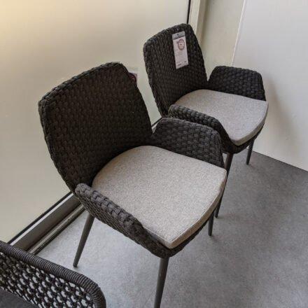 """SIT Mobilia """"Talca"""" Gartenstuhl Rundrohr, Gestell Aluminium eisengrau, Sitzfläche Flatrope anthrazit, Kissen Olefin hellgrau, Ausstellung Karlsruhe"""