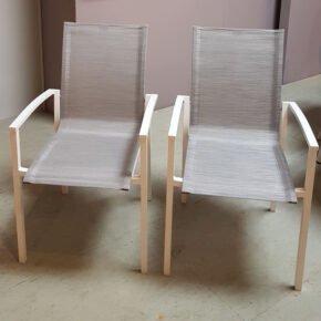 """Stern """"Evoee"""" Stapelstuhl, Gestell Aluminium weiß, Sitzfläche Textilgewebe silber, Ausstellung Lauchringen"""