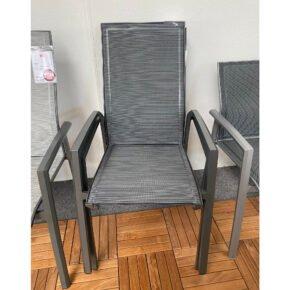 """Stern """"Kari"""" Stapelsessel, Gestell Aluminium anthrazit, Sitzfläche Textilgewebe karbon, Ausstellung Stockach"""