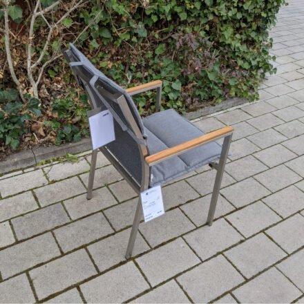 """Gartenkultur Auflage für Jati&Kebon """"Darfo"""" Stapelsessel, Sunbrella® Natté charcoal chiné, Füllung Vlies, Ausstellung Karlsruhe"""