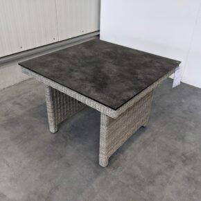 "Kettler ""Palma Modular"" Diningtisch, Untergestell Aluminium, Polyrattan-Geflecht white-wash, Tischplatte HPL anthrazit, Ausstellung Karlsruhe"