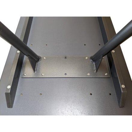 """SIT Mobilia """"Jura-Delemont"""" Gartentisch, Gestell Stahl eisengrau lackiert, Tischplatte Dekton Soke, Detail Tischunterseite"""
