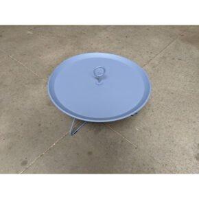 """Tray Table """"Eyelet"""" von Houe, Durchmesser 70 cm, taubenblau - Ausstellung Karlsruhe"""